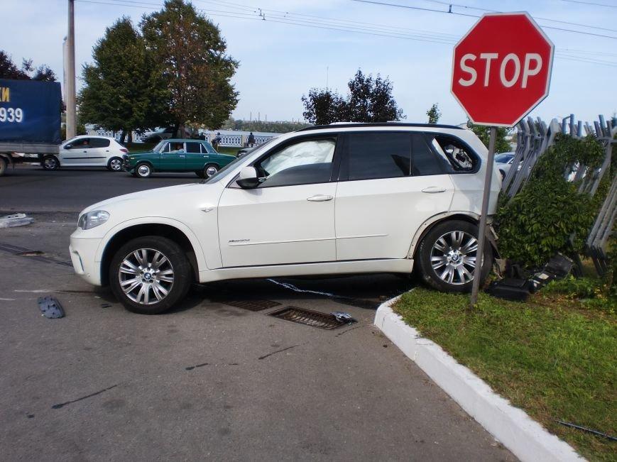 ДТП в Днепропетровске: «BMW Х5» столкнулся с «Toyota RAV-4» (ФОТО) (фото) - фото 1