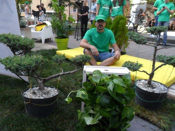 Львів'яни перетворили парковку на міні-парк (ФОТО+ВІДЕО) (фото) - фото 3