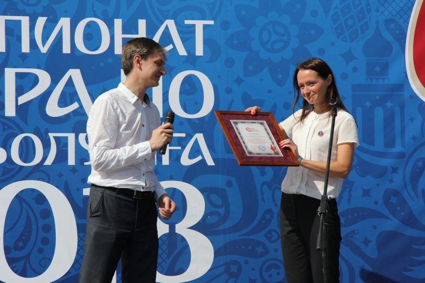 209 волгоградцев установили рекорд по одновременной чеканке мяча, фото-6