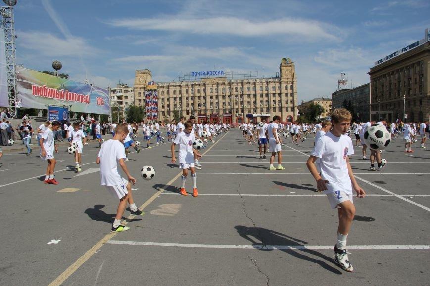 209 волгоградцев установили рекорд по одновременной чеканке мяча, фото-4