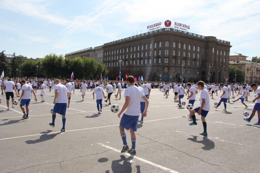 209 волгоградцев установили рекорд по одновременной чеканке мяча, фото-2