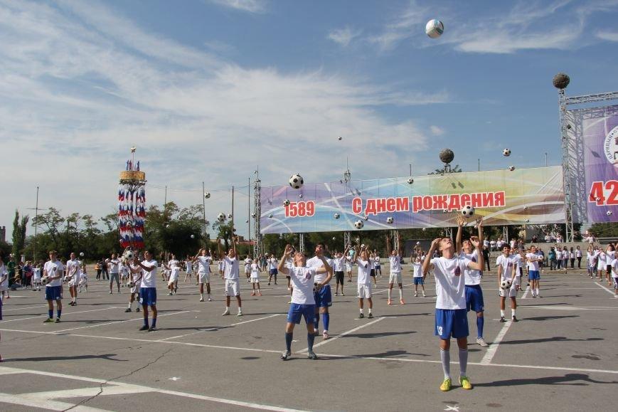 209 волгоградцев установили рекорд по одновременной чеканке мяча, фото-5