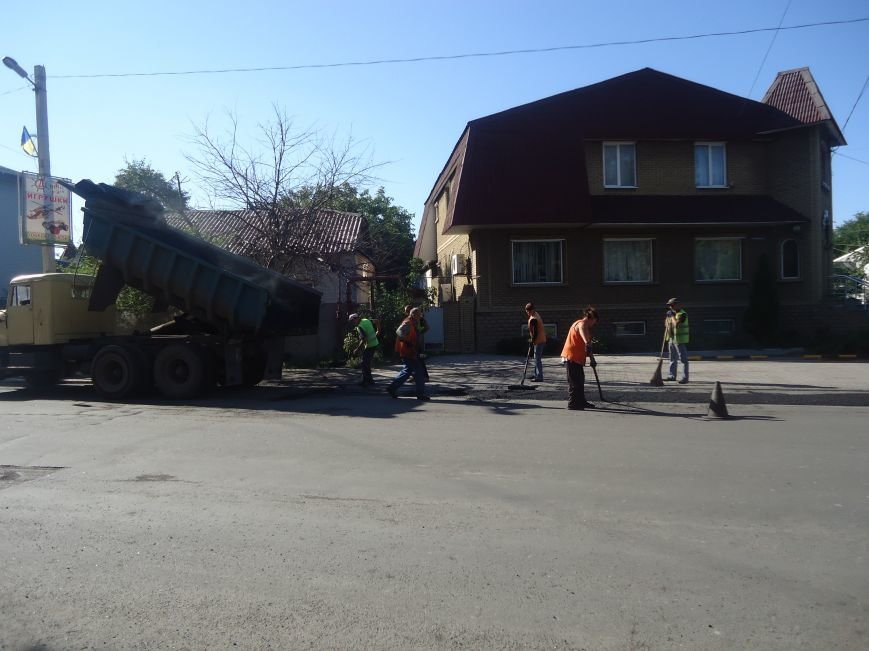 Дороги Красноармейска продолжают совершенствовать (фото) - фото 3