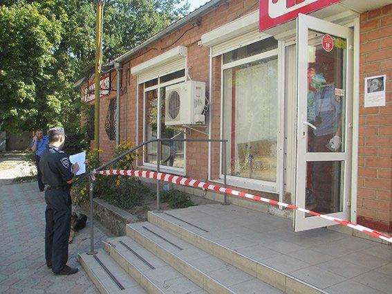 Налетчики, вооружившись пистолетом, ограбили магазин в Николаеве (ФОТО) (фото) - фото 2