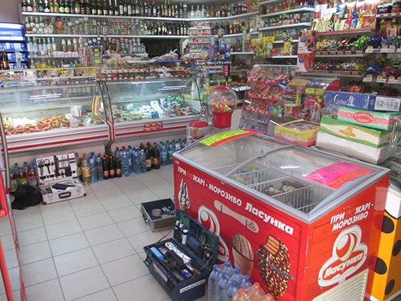 Налетчики, вооружившись пистолетом, ограбили магазин в Николаеве (ФОТО) (фото) - фото 1
