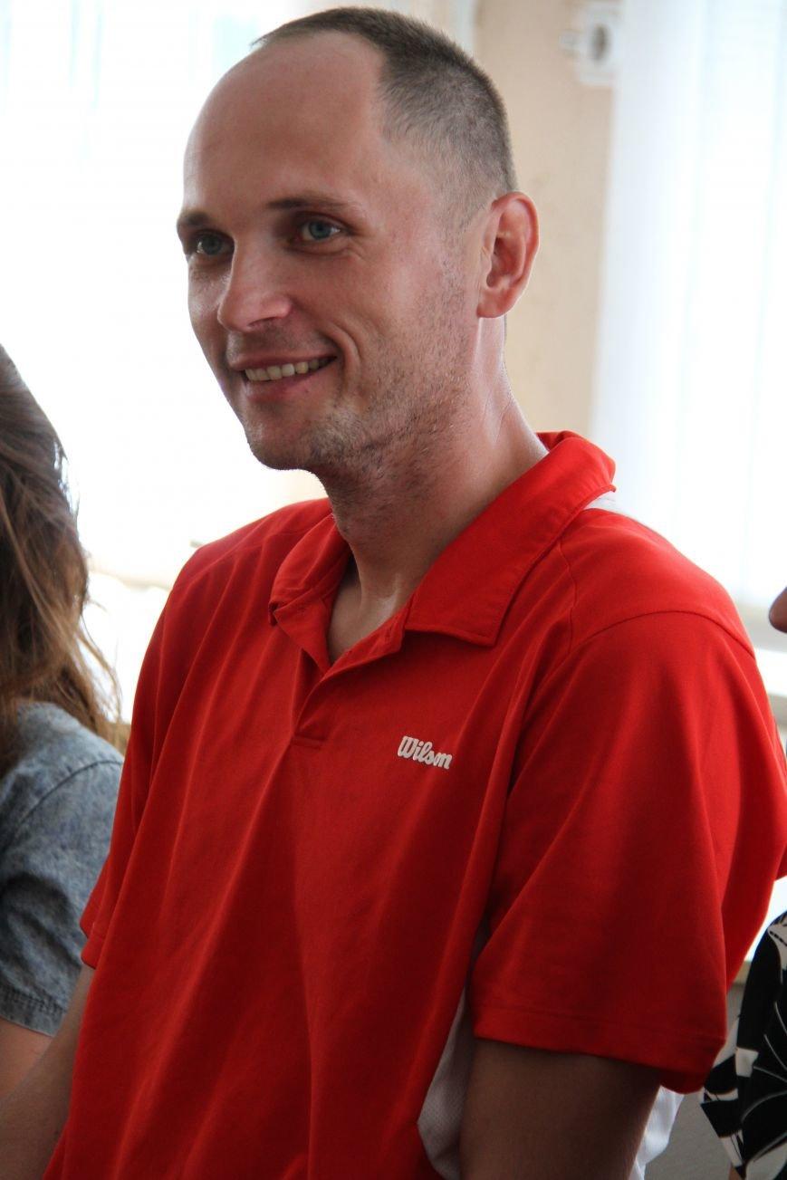 Викладач тернопільського педуніверситету приїхав у відпустку після служби у зоні АТО (фото) - фото 1