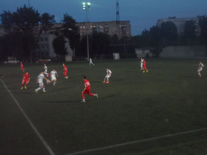 Фанаты ФК «Кривбасс» продолжали поддерживать футболистов в Днепропетровске, несмотря на пропущенные голы (ФОТО), фото-2