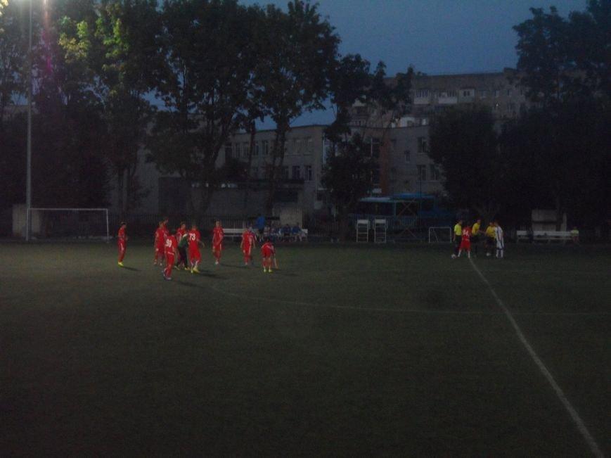 Фанаты ФК «Кривбасс» продолжали поддерживать футболистов в Днепропетровске, несмотря на пропущенные голы (ФОТО), фото-4