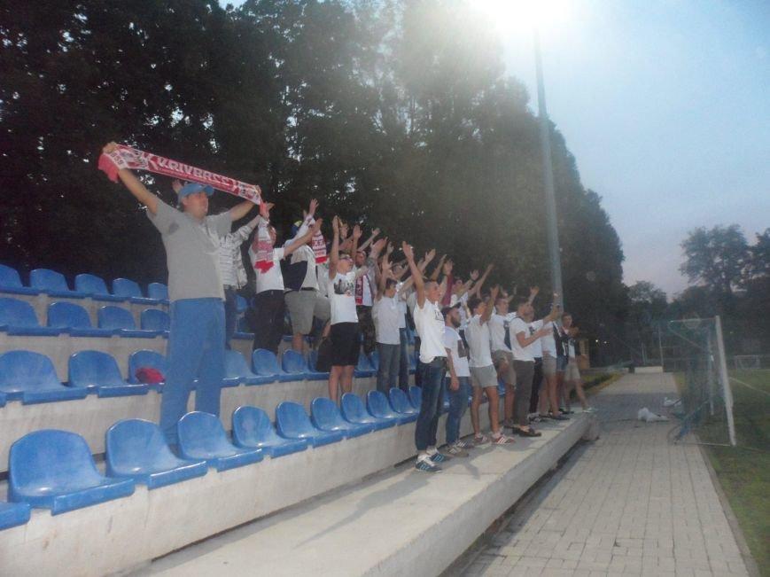 Фанаты ФК «Кривбасс» продолжали поддерживать футболистов в Днепропетровске, несмотря на пропущенные голы (ФОТО), фото-3