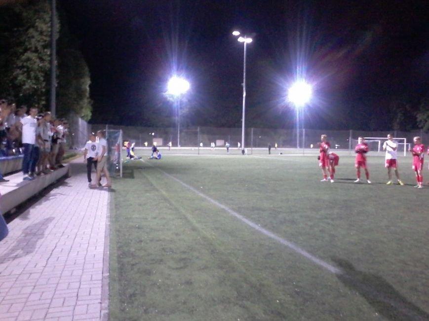 Фанаты ФК «Кривбасс» продолжали поддерживать футболистов в Днепропетровске, несмотря на пропущенные голы (ФОТО), фото-5