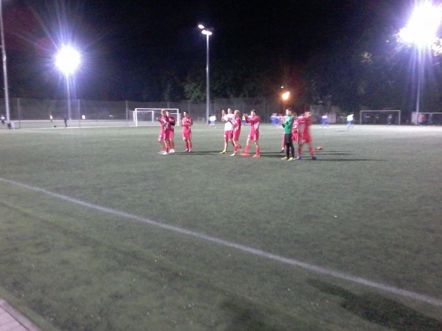 Фанаты ФК «Кривбасс» продолжали поддерживать футболистов в Днепропетровске, несмотря на пропущенные голы (ФОТО), фото-6
