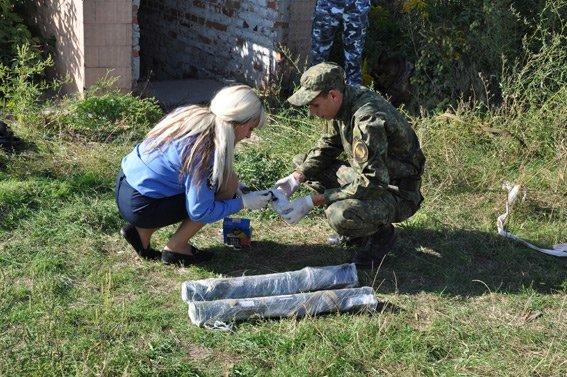 В Сумах на Привокзальной нашли арсенал оружия (ФОТО) (фото) - фото 1