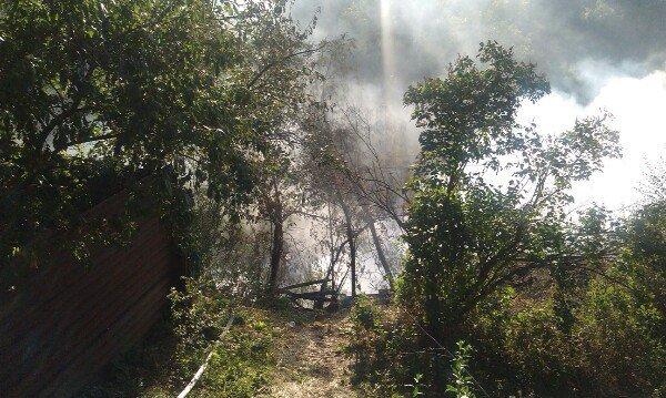 Пожар в Днепропетровске: в балке на улице Чкалова горят гаражи (ФОТО) (фото) - фото 2