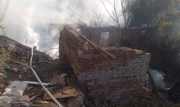 Пожар в Днепропетровске: в балке на улице Чкалова горят гаражи (ФОТО) (фото) - фото 6