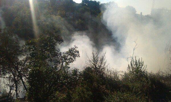 Пожар в Днепропетровске: в балке на улице Чкалова горят гаражи (ФОТО) (фото) - фото 3