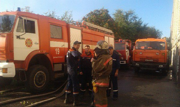 Пожар в Днепропетровске: в балке на улице Чкалова горят гаражи (ФОТО) (фото) - фото 1