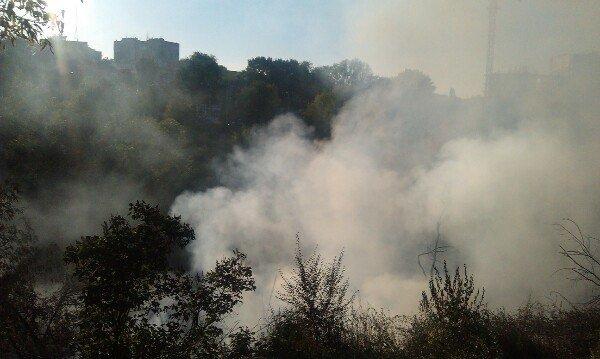 Пожар в Днепропетровске: в балке на улице Чкалова горят гаражи (ФОТО) (фото) - фото 4