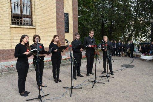 Жители почтили память жертв оккупации города Пушкин (фото) - фото 3