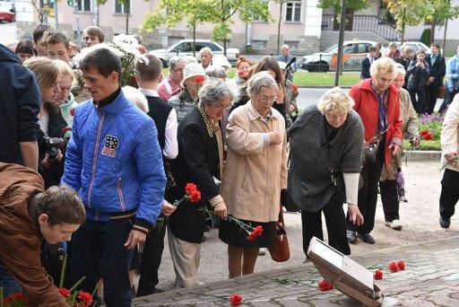 Жители почтили память жертв оккупации города Пушкин (фото) - фото 5