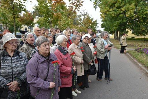 Жители почтили память жертв оккупации города Пушкин (фото) - фото 2