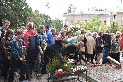 Жители почтили память жертв оккупации города Пушкин (фото) - фото 4