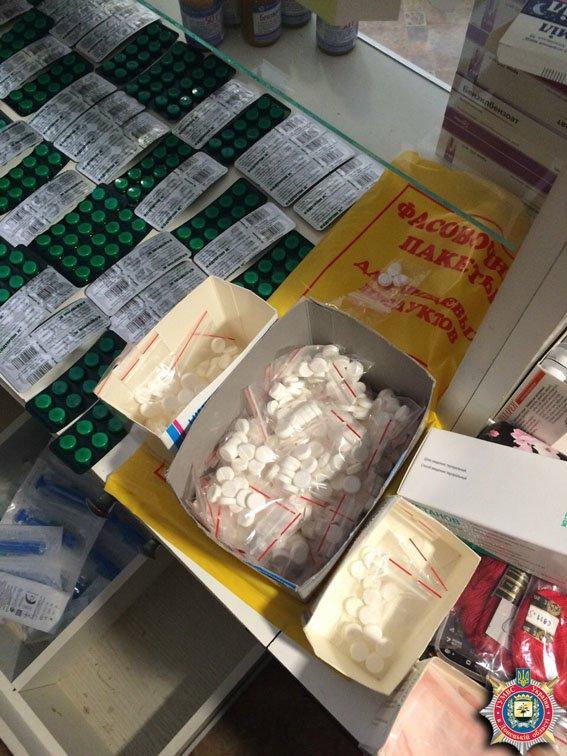 В краматорской аптеке изъяли две тысячи доз препаратов с кодеином (фото) - фото 1