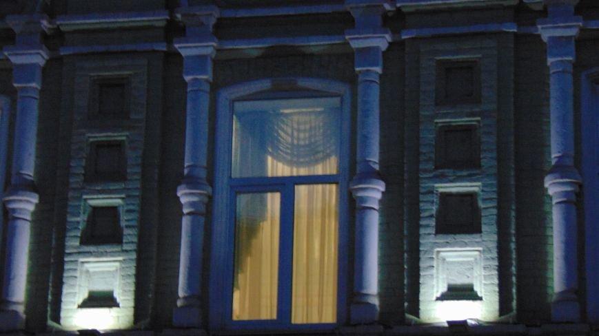 Ко Дню Города одно из самых красивых зданий Мариуполя засияло (ФОТОФАКТ) (фото) - фото 1