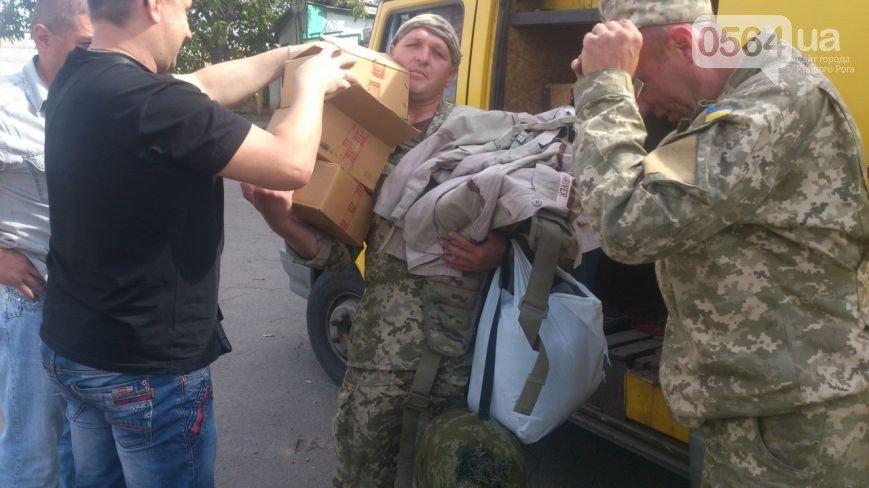 В Кривом Роге: подожгли Восточный, передали форму морпехам, собирали помощь бойцам, стартовал фестиваль «Разом за єдине» (фото) - фото 2