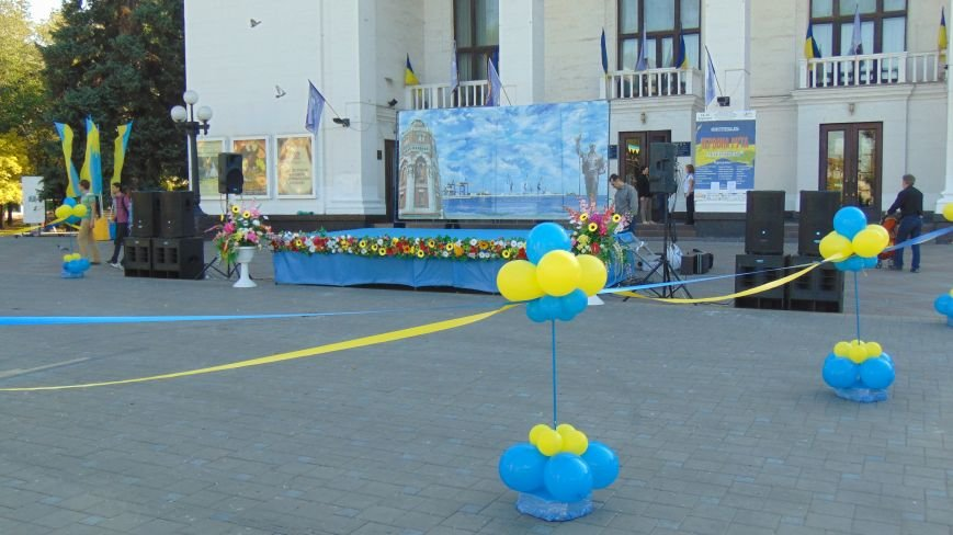 В центре Мариуполя подготовлись к началу празднования(ФОТОФАКТ) (фото) - фото 1