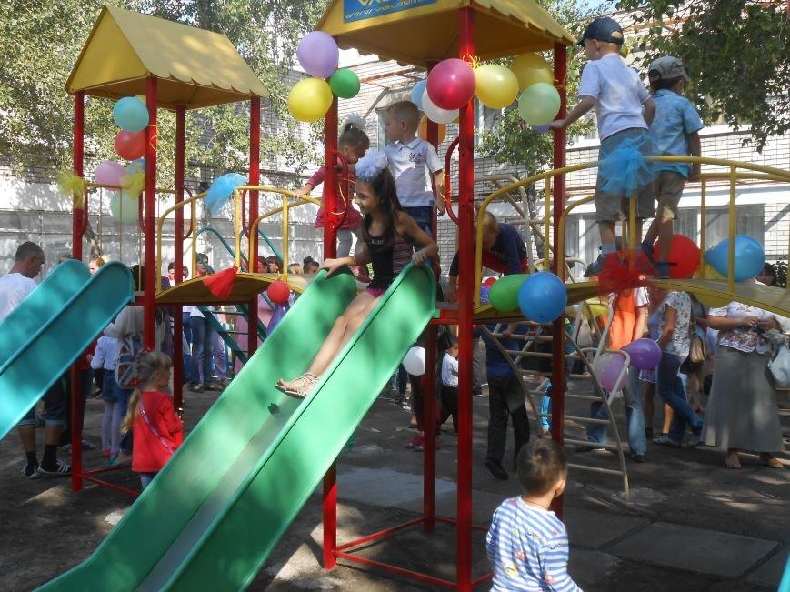 В днепродзержинском детсаду №44 ко Дню города открыли плавательный бассейн (фото) - фото 35