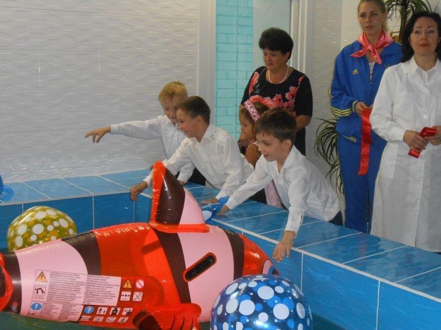 В днепродзержинском детсаду №44 ко Дню города открыли плавательный бассейн (фото) - фото 34