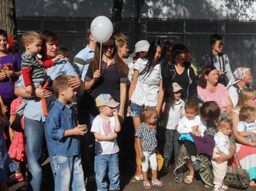 В днепродзержинском детсаду №44 ко Дню города открыли плавательный бассейн (фото) - фото 3