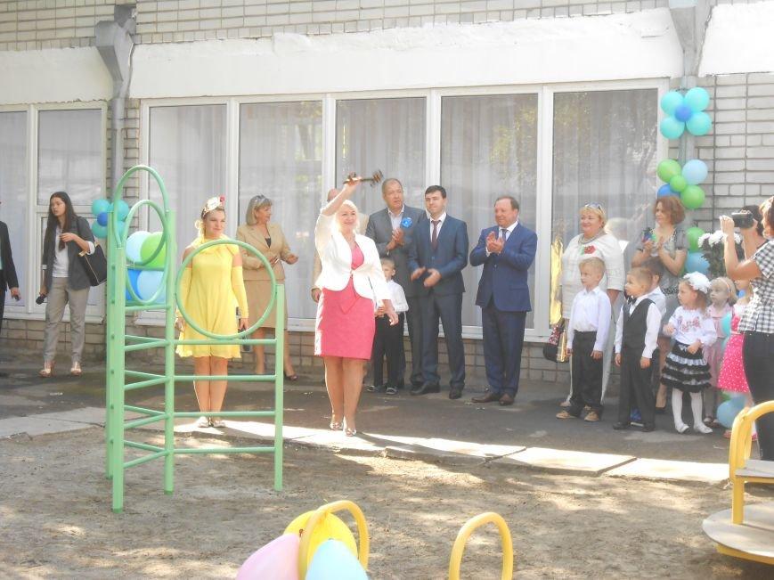В днепродзержинском детсаду №44 ко Дню города открыли плавательный бассейн (фото) - фото 29