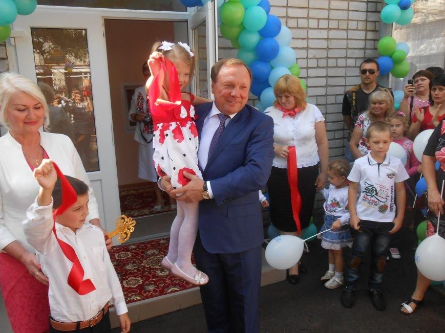 В днепродзержинском детсаду №44 ко Дню города открыли плавательный бассейн (фото) - фото 32