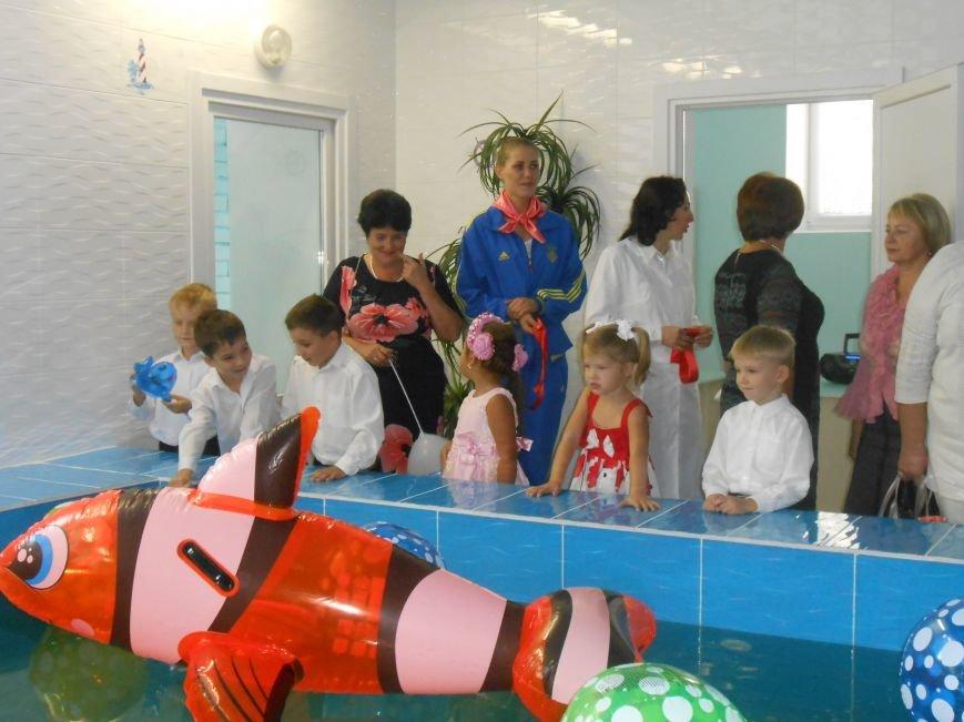 В днепродзержинском детсаду №44 ко Дню города открыли плавательный бассейн (фото) - фото 33
