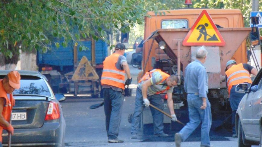 Мариупольцы ударно встречали День города на спецтехнике (ФОТОФАКТ) (фото) - фото 1