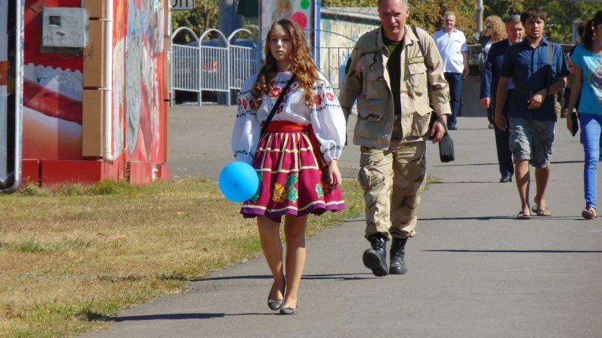 Многонациональный Мариуполь отметил День города без прежнего размаха (ФОТО) (фото) - фото 11
