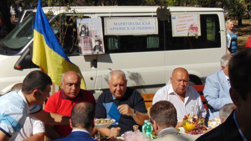 Многонациональный Мариуполь отметил День города без прежнего размаха (ФОТО) (фото) - фото 3