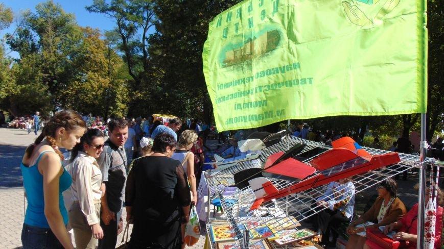Многонациональный Мариуполь отметил День города без прежнего размаха (ФОТО) (фото) - фото 4