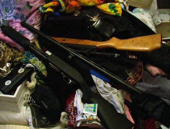В Славянске изъята крупная партия оружия и наркотиков (фото) - фото 1
