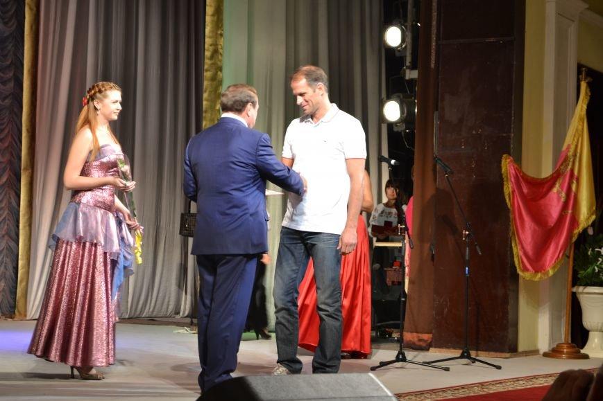 Концерт по случаю Дня города состоялся в Днепродзержинском театре им.Леси Украинки, фото-5