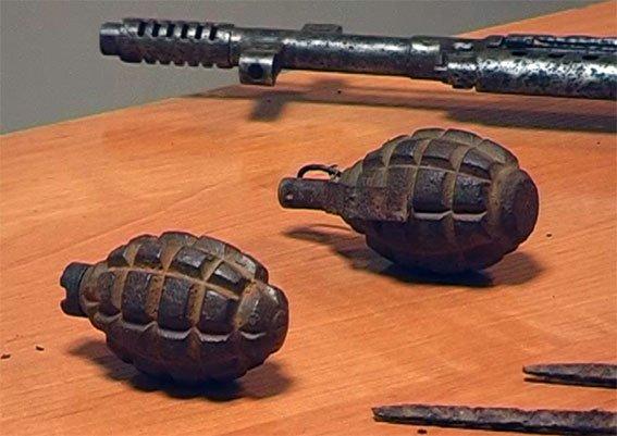 В Чорнухах у чоловіка в помешканні виявили арсенал раритетної зброї (фото) - фото 2