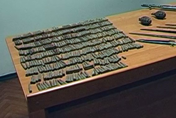 В Чорнухах у чоловіка в помешканні виявили арсенал раритетної зброї (фото) - фото 1