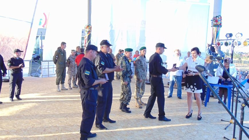 Мариупольцы наградили своих защитников в День рождения города(ФОТОРЕПОРТАЖ) (фото) - фото 6