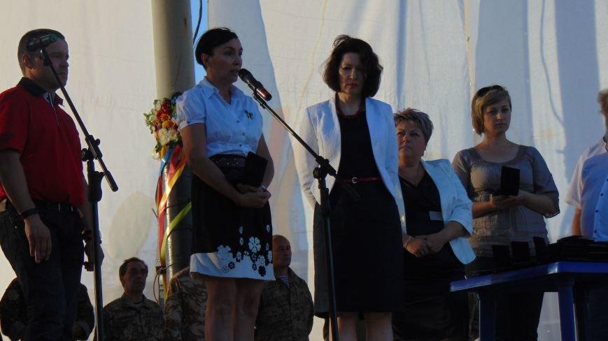 Мариупольцы наградили своих защитников в День рождения города(ФОТОРЕПОРТАЖ) (фото) - фото 4