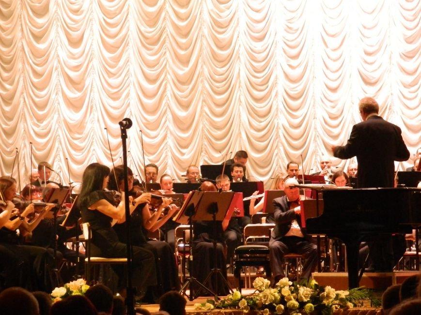 На открытии сезона в Запорожской филармонии презентовали белый рояль и нарисовали картину, - фоторепортаж (фото) - фото 7