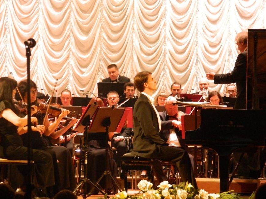 На открытии сезона в Запорожской филармонии презентовали белый рояль и нарисовали картину, - фоторепортаж (фото) - фото 8