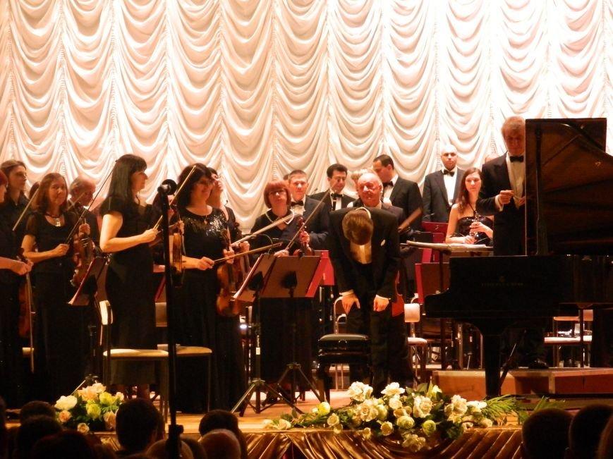 На открытии сезона в Запорожской филармонии презентовали белый рояль и нарисовали картину, - фоторепортаж (фото) - фото 9