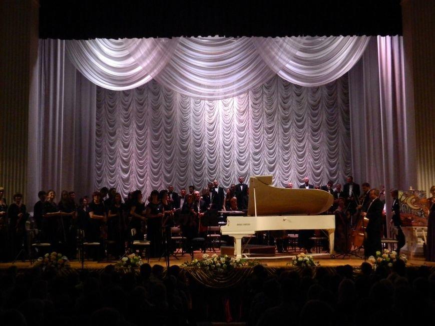 На открытии сезона в Запорожской филармонии презентовали белый рояль и нарисовали картину, - фоторепортаж (фото) - фото 20