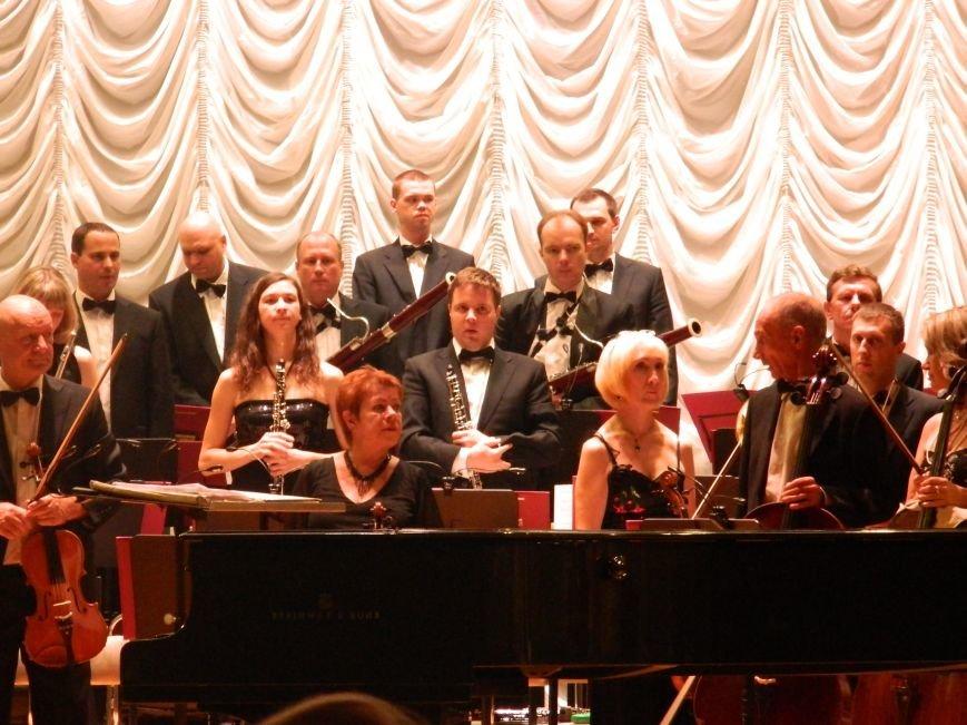 На открытии сезона в Запорожской филармонии презентовали белый рояль и нарисовали картину, - фоторепортаж (фото) - фото 10